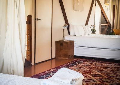 fremantle-loft-pakenham-accommodation-main-bed